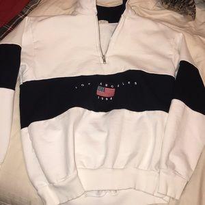 LOS ÁNGELES white sweater